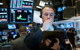 Lo ngại về làn sóng dịch bệnh thứ 2, nhà đầu tư ồ ạt tìm đến tài sản an toàn, Dow Jones rớt hơn 700 điểm