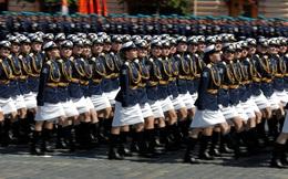 24h qua ảnh: Nữ quân nhân Nga rạng ngời trong lễ duyệt binh