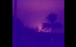 Giây phút tên lửa đạn đạo Iran lao vun vút xuống căn cứ Mỹ và nổ lớn