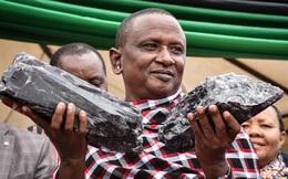 Thợ mỏ thành triệu phú nhờ tìm thấy 2 viên đá quý