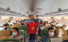 Đưa hơn 300 người Việt mắc kẹt ở Singapore về nước