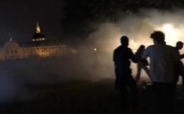 """Cảnh sát Pháp dùng hơi cay giải tán bữa tiệc nổi loạn """"Dự án X"""""""
