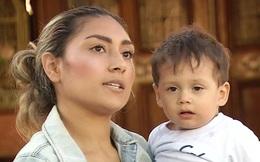"""Đi siêu thị với mẹ, em bé 1 tuổi bị người phụ nữ """"giận cá chém thớt"""" phun nước bọt vào mặt, cảnh sát truy lùng quyết bắt bằng được"""