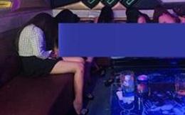 """Nhiều nữ nhân viên thoát y phục vụ """"thượng đế"""" trong quán karaoke ở Đồng Nai"""