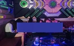 Kiểm tra quán karaoke, phát hiện hàng loạt tiếp viên khỏa thân phục vụ khách