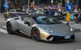 Vừa lái chiếc Lamborghini ra khỏi cửa hàng được 20 phút, anh chàng tan tành giấc mộng với 1 sự cố
