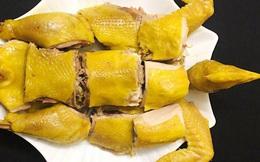 Mẹ Việt ở Thụy Điển bật mí 4 bí quyết luộc và chặt gà nguyên con không bị nát, xếp lên đĩa ai cũng phải trầm trồ
