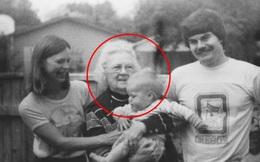 Tìm thấy cuộn phim chứa bức ảnh cũ, người phụ nữ ráo riết đăng tin kiếm chủ nhân mới biết bi kịch của 2 bà cháu trong đó