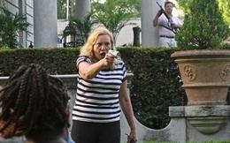 Cặp vợ chồng da trắng rút súng dọa bắn người biểu tình gây tranh cãi cực mạnh, và đây là sự thật đằng sau đó