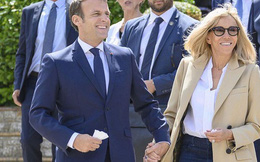 Khoảnh khắc Tổng thống Pháp thể hiện tình cảm tinh tế, ngọt ngào với người vợ hơn 25 tuổi giữa đám đông khiến người hâm mộ phát cuồng