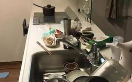 """Vợ nhờ rửa bát, chồng hất tung mâm khẳng định: """"Đàn ông chỉ lo việc lớn"""" nhưng vài phút sau lại """"cun cút"""" tự đi dọn dẹp"""