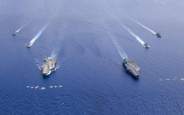 """Bộ Quốc phòng TQ """"nổi đóa"""" khi Mỹ đưa 2 tàu sân bay đến Biển Đông tập trận"""