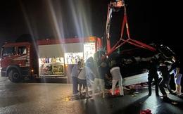 Xe ô tô lao xuống biển Hạ Long trong đêm: 1 người lớn và 2 trẻ em đã tử vong, xe ô tô hư hỏng nặng