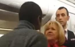 Cả máy bay hỗn loạn khi hành khách nhổ nước bọt vào tiếp viên, tiếp viên đáp trả bằng cú tát