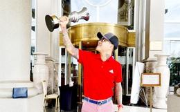 Hết tung hoành ngang dọc ở sân bóng đá, ca sỹ Tuấn Hưng lại nhảy sang vô địch giải... golf