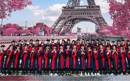 Một lớp học gây choáng vì độ chịu chi, đi du lịch nhiều nước để chụp ảnh kỷ yếu nhưng khi nhìn từng thành viên thì ai cũng ngớ người