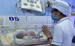 Tìm người thân cho bé trai sơ sinh bị bỏ rơi bên hẻm phố ở Tuy Hòa