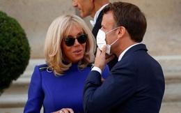 Đệ nhất phu nhân Pháp gây chú ý khi có hành động ngược lại với chồng, vô tình để lộ những nhược điểm khiến ai cũng giật mình