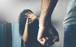 Biết bạn gái cũ đi lấy chồng, chàng trai lao đến tra hỏi và cái kết đáng tiếc 10 năm sau