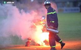 BTC thắt chặt an ninh, CĐV Hải Phòng vẫn tuồn được pháo sáng vào, ném thẳng xuống sân