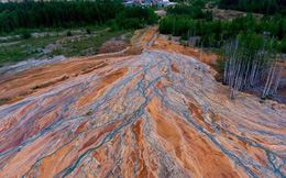 Nhiếp ảnh gia người Nga chụp lại bức ảnh rất đẹp nhưng đau lòng: Dòng sông hóa da cam vì hóa chất