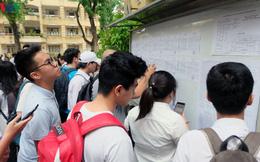 Gần 12h đêm, học sinh Hà Nội bỗng nhận được thông báo đổi địa điểm thi chuyên