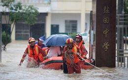 Trung Quốc cảnh báo đỏ vì mưa lũ, Mỹ cũng phải 'chịu trận'