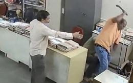 Nhắc đồng nghiệp đeo khẩu trang, nữ nhân viên bị đánh dã man