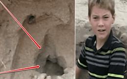 Chơi đào hố trên bãi biển, bé trai vô tình thấy chiếc balo và cuộc giải cứu đứa trẻ bị chôn vùi dưới cát hệt như điều kỳ diệu ngoài đời thật