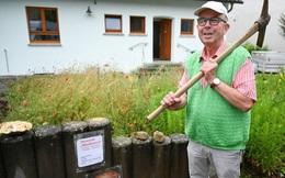 """Đào được cục sắt trong lúc làm đường dây cáp, người đàn ông vứt ở xó vườn, 31 năm sau mới biết là """"báu vật"""" đến từ ngoài vũ trụ"""