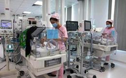 Sau một tuần phẫu thuật tách dính, một trong hai bé song sinh đã cai máy thở