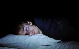 Cả ngày buồn ngủ nhưng đêm lại thao thức, tỉnh táo: BS chỉ ra nguyên nhân bạn cần thay đổi