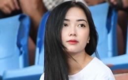 """Bạn gái Hà Đức Chinh đến sân cổ vũ trận Viettel gặp Đà Nẵng: Nhan sắc """"không giống hình đăng Face"""""""