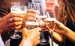 Chuyên gia cảnh báo thời điểm không nên uống rượu vì rất nguy hiểm, làm tăng độc tính của rượu