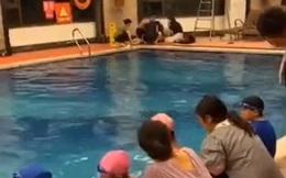 Vật lộn dưới nước suốt 10 phút mà không một ai chú ý, bé trai 6 tuổi tử vong thương tâm trong ngày đầu tiên đi học bơi