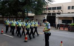 An ninh thắt chặt bên ngoài Lãnh sự quán Mỹ ở Thành Đô, Trung Quốc