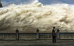 7 ngày qua ảnh: Cảnh tượng đập thủy điện khổng lồ xả lũ ở Trung Quốc
