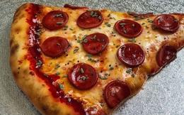 """Nếu bạn nghĩ đây là miếng pizza ngon lành thì bạn đã sai hoàn toàn, không ít người phải """"ăn"""" cú lừa ngoạn mục để rồi trầm trồ thán phục"""