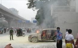 Xe ô tô vừa đổ xăng bất ngờ bốc cháy dữ dội