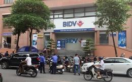 NÓNG: Hai tên cướp nổ súng, cướp đi vài trăm triệu tại chi nhánh Ngân hàng BIDV ở Hà Nội