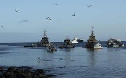 """Quốc gia Nam Mỹ """"phát hoảng"""" vì phát hiện đoàn tàu TQ đông chưa từng thấy xuất hiện tại quần đảo di sản"""