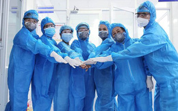 Chùm ảnh: Một ngày bận rộn của đội ngũ y bác sĩ BV Đà Nẵng trong khu phong tỏa