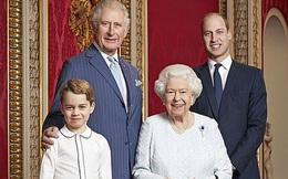 Hoàng tử George đang dần nhận ra thân phận 'người kế vị tương lai' của mình mặc cho Công nương Kate và chồng cố gắng giấu kín con trai