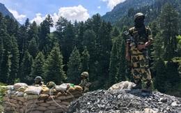 """Ngân sách hạn hẹp, quân đội """"kiệt sức"""" vì chiến dịch: Ấn Độ vẫn điều 35.000 lính tới biên giới với TQ"""