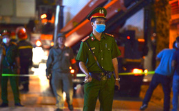 Hà Nội: Gãy thang treo lắp kính công trình 10 tầng, 3 người tử vong