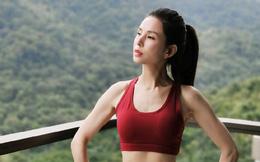 """""""Tiểu Long Nữ"""" Lý Nhược Đồng khoe nhan sắc U50 đỉnh cao nhưng lại khiến fan lo lắng vì điều này"""