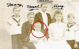 Vén màn bí mật về 'Hoàng tử mất tích' của nước Anh: Chỉ hiện diện đến năm 4 tuổi rồi biến mất không dấu vết, cậu bé có thực sự tồn tại?