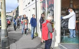 Ngày hội cắt tóc ở Anh: Nửa đêm đi xếp hàng, cửa tiệm nhấp kéo đến sáng
