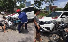 Thanh niên chạy xe máy đâm móp ô tô, gia đình lao đến nạt nộ, phản ứng của nữ tài xế khiến tất cả nể phục