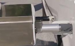 Robot đổ xăng tự động